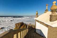Kapel Senhor DA Pedra bij Miramar Strand, Vila Nova de Gaia, Portugal Godsdienst Royalty-vrije Stock Foto