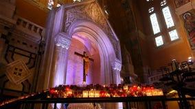 Kapel van de Basiliek Heilige Therese van Lisieux, Normandië Frankrijk stock footage