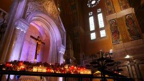 Kapel van de Basiliek Heilige Therese van Lisieux, Normandië Frankrijk, PAN stock video