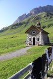 Kapel van de pas van Aravis stock fotografie