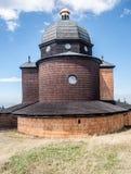 Kapel van SV Cyril een Metodej op Radhost-heuvel in de bergen van Moravskoslezske Beskydy in Tsjechische republiek Stock Foto's