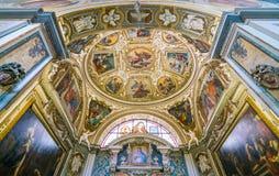 Kapell av helgonen Francis av Assisi och Hyacintha Mariscotti i basilikan av helgonet Lawrence i Lucina i Rome, Italien royaltyfri bild