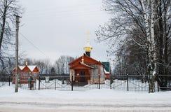 Kapell av symbolen av modern av guden all sörja glädje i by av Karmanovo Smolensk region royaltyfri foto