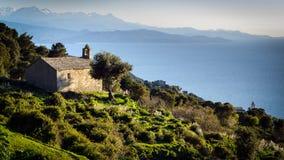 Kapell i ett korsikanskt landskap Royaltyfria Bilder