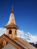 Kapell i vinterlandskap Arkivbilder