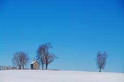 Kapell i vinterlandskap Royaltyfri Foto