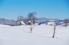 Kapell i vinterlandskap Royaltyfria Foton