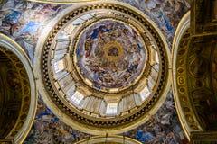 Kapell med freskomålningen i San Gennaro Cathedral i Naples, Italien arkivbild