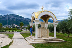 Kapell nära domkyrkakyrkan av St John Vladimir, stång, Mont Royaltyfri Fotografi