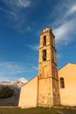 Kapell- och klockatorn nära Pioggiola i Korsika Royaltyfria Bilder