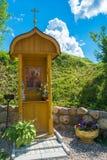 Kapell på den heliga våren av den Tikhvin symbolen av modern av G Arkivfoto