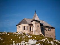 Kapell på en bergöverkant, Österrike Royaltyfria Foton