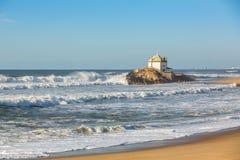 Kapell Senhor da Pedra på den Miramar stranden, Vila Nova de Gaia arkivfoto