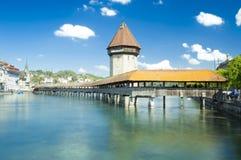 Kapellbrà ¼ cke,最旧的木桥梁在世界上,琉森,瑞士人 库存照片