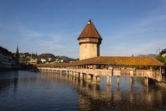 Kapellbro i guld- afton, Lucerne, Schweiz royaltyfri fotografi