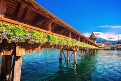 Kapellbro- och vattentorn i Luzern - Schweiz arkivfoton