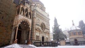 KapellColleoni kapell, Piazza Duomo i vintern, Bergamo, Italien Royaltyfri Bild