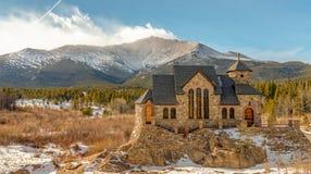 Kapelle auf dem Felsen stockfotografie
