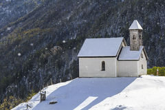 Kapelle auf einem Hügel Stockfotos