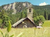 Kapelle in den Alpen, Frankreich Lizenzfreies Stockfoto