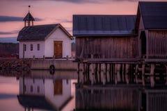 Kapelle durch das Meer lizenzfreies stockbild