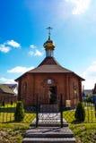 Kapelle vom Rahmen unter dem blauen Himmel Stockfoto