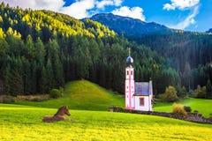 Kapelle von St. Mary Magdalene und Pferd stockfotografie