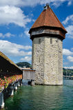 Kapellen-Brückenkontrollturm in Luzern, die Schweiz Lizenzfreie Stockfotos