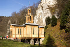 Kapellenschalter Jozefa-Handwerker nannte die Kapelle auf dem Wasser in Ojcowie Stockbilder