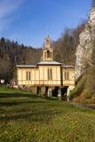 Kapellenschalter Jozefa-Handwerker nannte die Kapelle auf dem Wasser in Ojcowie polen Stockbilder