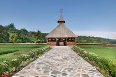 Kapellet av kloster i Maramures byggde i det sista århundradet Royaltyfri Bild