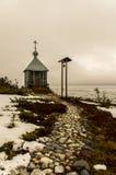 Kapellet för fiskare` s på kusten av det vita havet arkivfoton