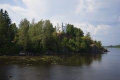 Kapellet Ludwigs på ön av dödaen Monrepos Vyborg Arkivfoton