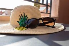 Kapelusz i okulary przeciwsłoneczne Zdjęcia Royalty Free