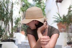 kapeluszowa słomiana kobieta Obrazy Stock