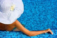 kapeluszowego basenu pływacka biała kobieta Fotografia Stock