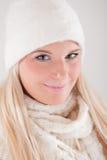 kapeluszowej dzianiny ładni szalika zima kobiety potomstwa Obrazy Royalty Free