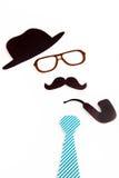Kapeluszowi szkło wąsy krawata i drymby kształty Zdjęcia Royalty Free