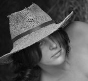 kapeluszowy słomiany womanly Obrazy Royalty Free