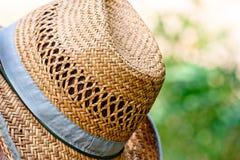 Kapeluszu zamknięty up odpoczynek przy słonecznym dniem Zdjęcia Royalty Free