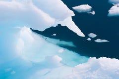 kapiąca góra lodowa Obraz Stock
