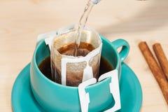 Kapinos kawa z gorącą wodą obraz stock