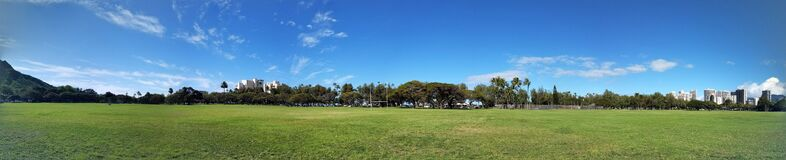 Free Kapiolani Park At During Day With Diamond Head And Clouds Stock Photo - 192235520