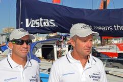 Kapitän Chris Nicholson Right und Mannschaftsmitglied Maciel Cicchetti von Team Vestas Wind Stockbilder