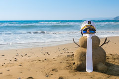 Kapitän Snowman gemacht vom Sand Stockfoto