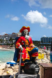 Kapitanu Morgan statua blisko zmierzchu baru i Gril przy Maho walkowerem Beac Fotografia Stock