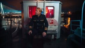 Kapitein op vakantie stock videobeelden