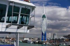 Kapitein Sailing in Portsmouth stock afbeeldingen
