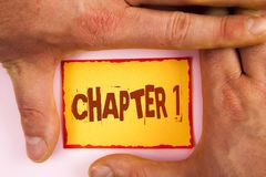 Kapitel 1 för ordhandstiltext Affärsidé för att starta något som är ny eller framställning av de stora ändringarna i en s-resa sk royaltyfri fotografi