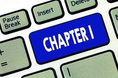 Kapitel 1 för ordhandstiltext Affärsidé för inspiration för tillfälle för historieberättande för projekt för startod-bok ny royaltyfri foto